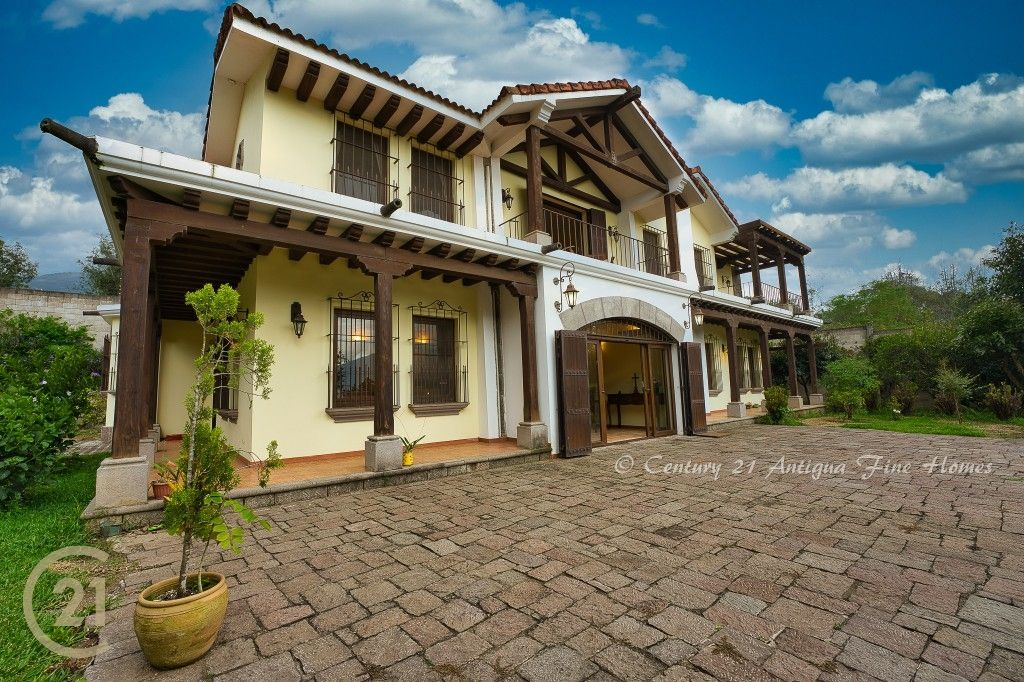 4 Bedroom House With A Large Garden Area