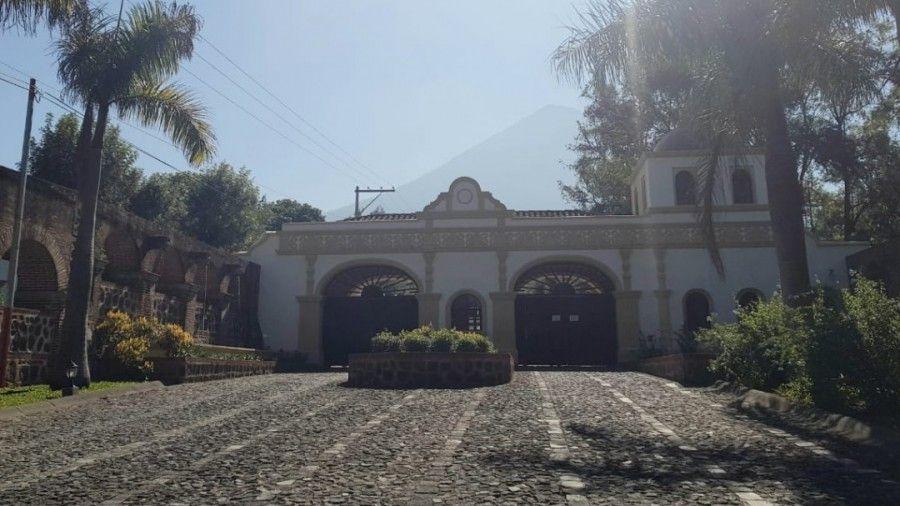 Antigua Gardens Entrence