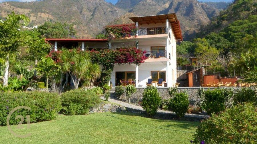 Impresionante, Enorme casa de lujo y dentro extensa propiedad en venta en Santa Cruz La Laguna