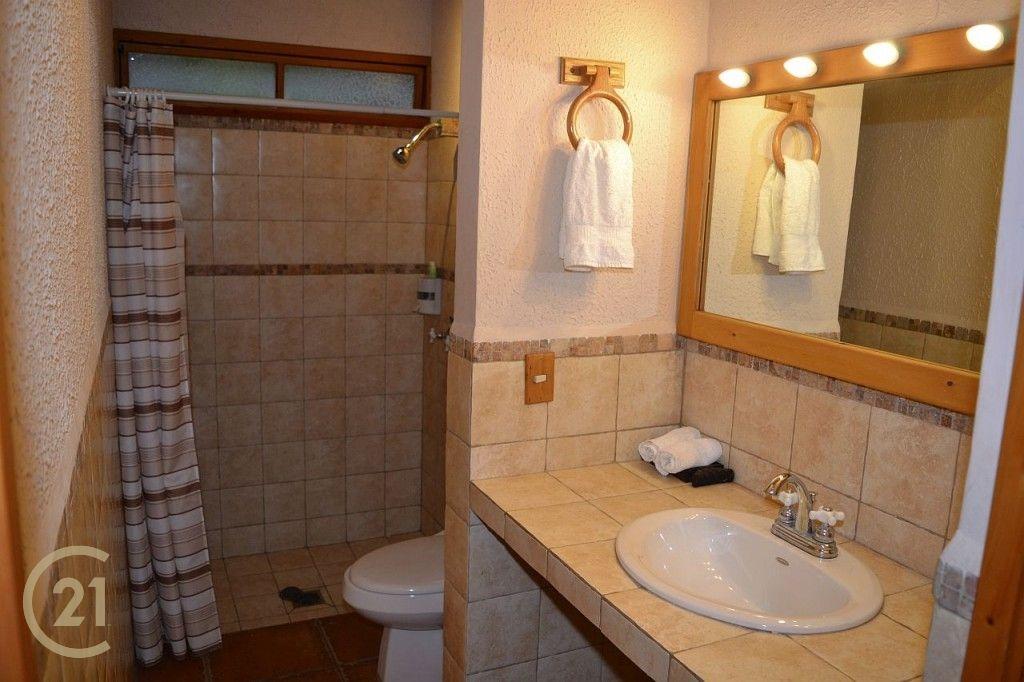 LT Cabin bathroom 1-1