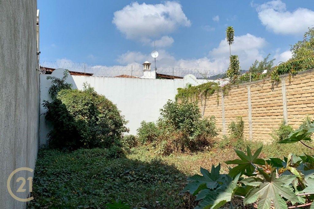 Building lot for sale in Jardines de Antigua