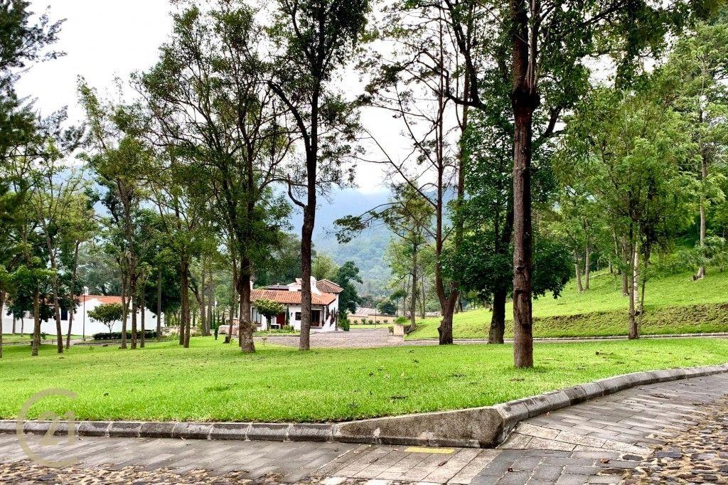 Terreno de esquina en venta en Antigua Guatemala