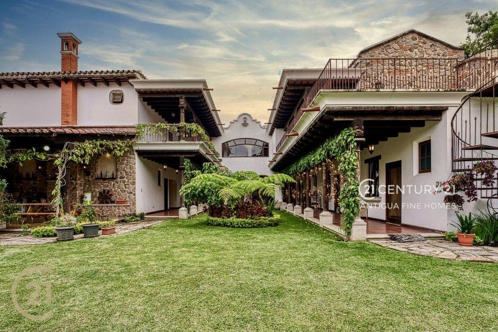 House for Sale in Hacienda del Comendador