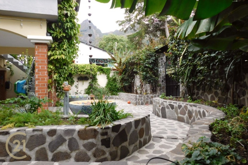 SJ Front courtyard 1-2