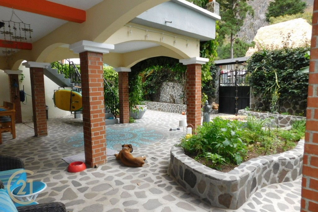 SJ Front courtyard 2-7