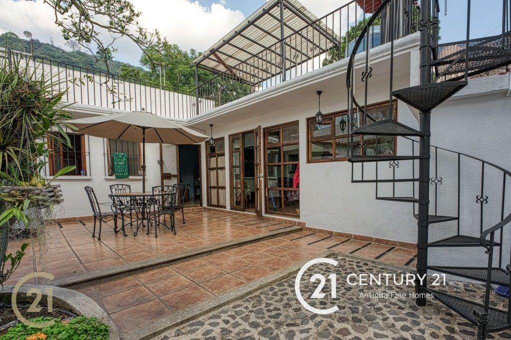 Dos propiedades en venta en el centro de Antigua