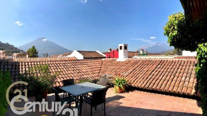 Colonial home in Las Gravileas