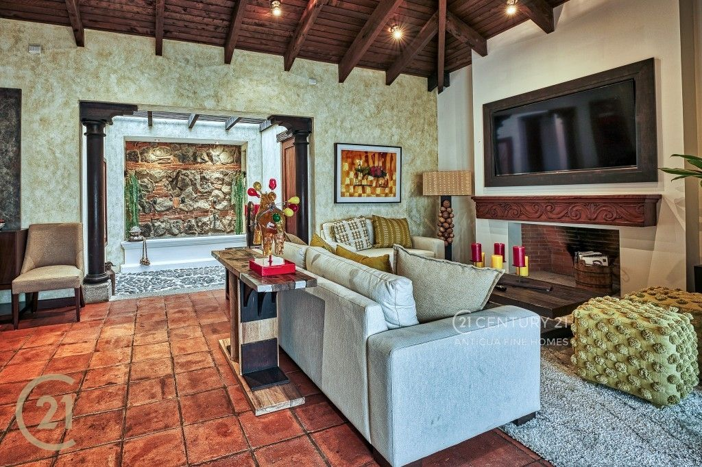 3 Bedroom Luxury Home / Central Antigua