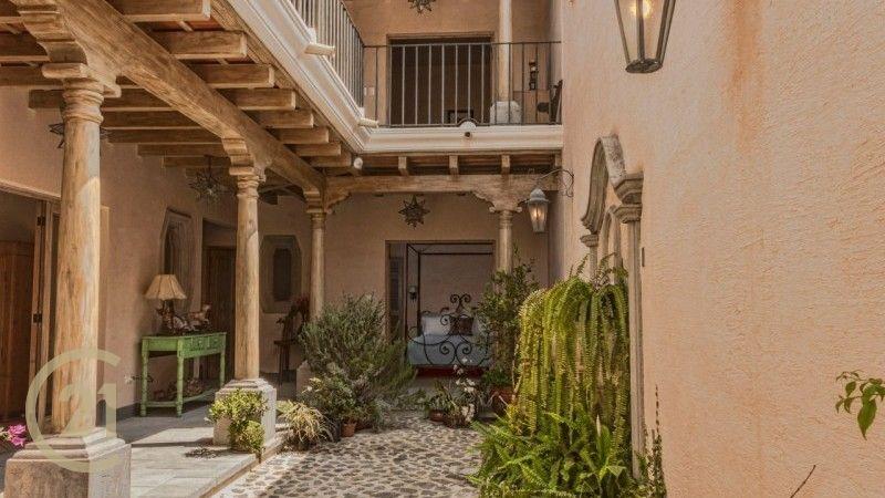 Elegant 4 bedroom house - Fabulous Views