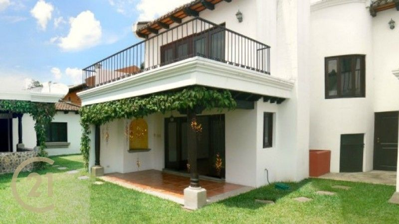 Panorama - Large Four Bedroom Home with Separate Guest House