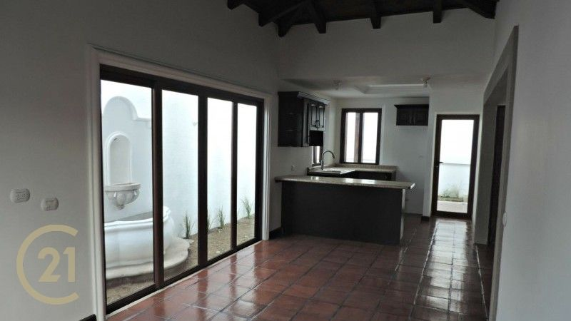 3 Bedroom House / Gated Community with Pool