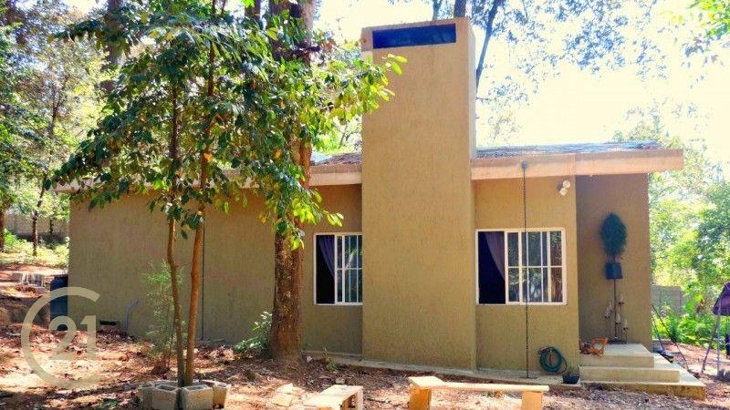 Amplia propiedad con 2 viviendas / Bosque