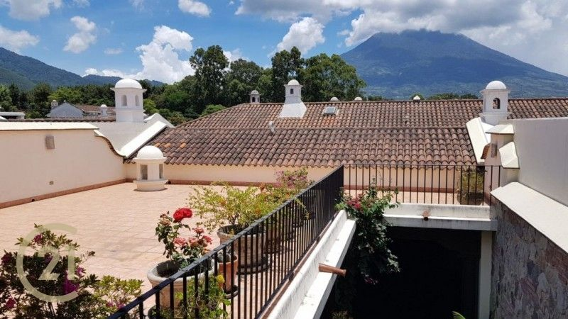 4 Bedroom House - Central Antigua - Gated Community