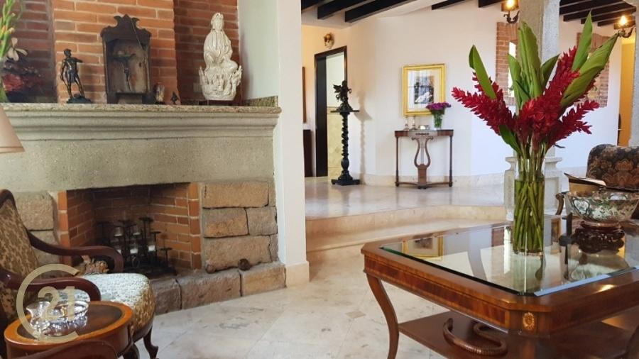 Remodeled - 3 Bedroom Home Jardines de Antigua