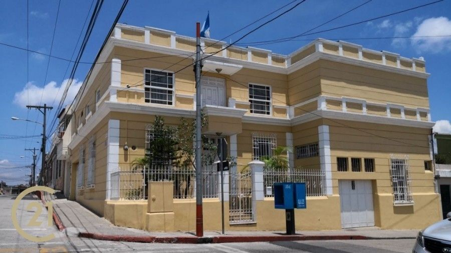 2 level  and  7 Bedroom home, in zone 1.  Barrio San Sebastian