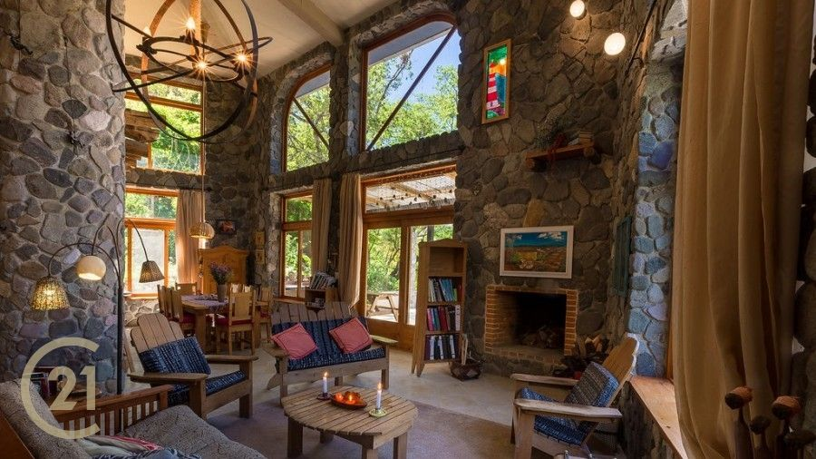 Gorgeous Custom Estate in Lush Mountain Setting