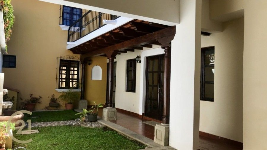 House for sale in El Calvario , minutes from central park
