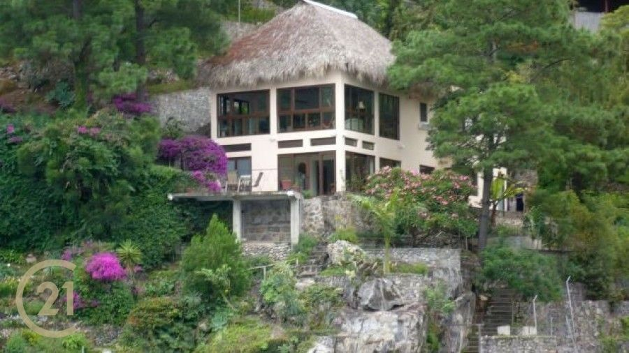 3 Bedroom, Lakefront House with Land in San Antonio Palopo