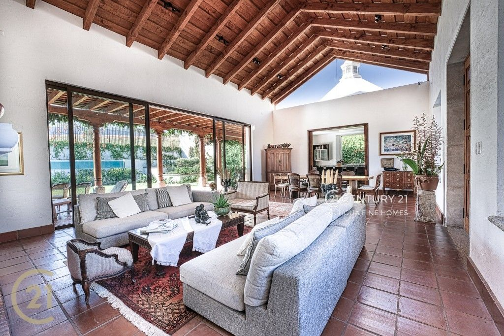 Luxury 4 Bedroom House For Sale